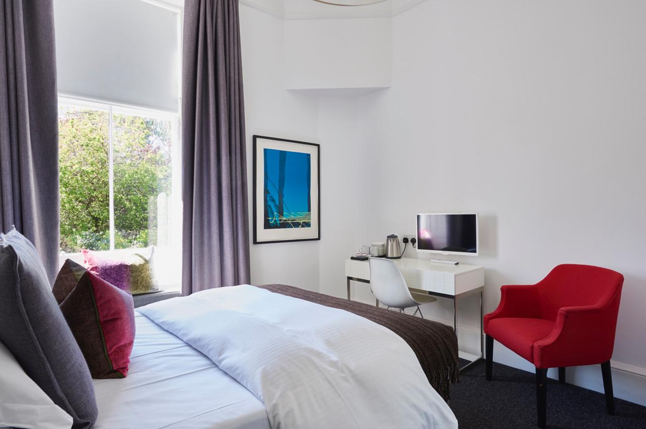 94DR Edinburgh Macallan Bedroom